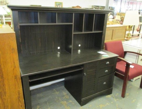 Item #10L – 1 Piece Desk with Hutch – $65